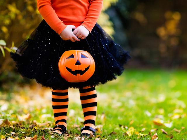 trick-or-treat-pumpkin-girl